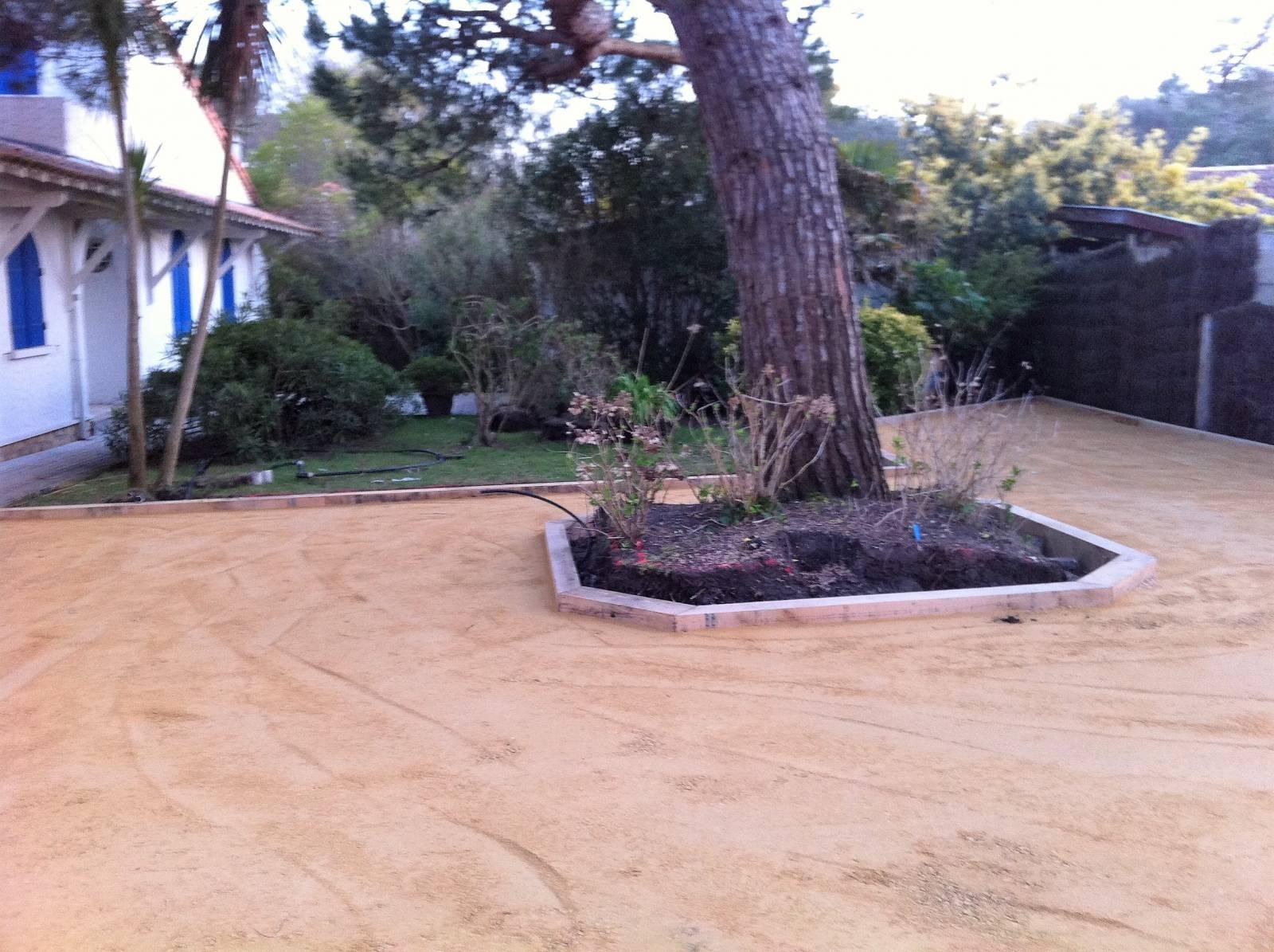 R alisation d 39 all es de jardin en calcaire de couleur sur - Terrassement bassin d arcachon tourcoing ...